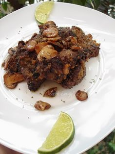 Fried liver with wine sauce and mushrooms Fried Liver, Wine Sauce, Oreo, Stuffed Mushrooms, Easy Meals, Meat, Picasso, Kos, Quick Easy Meals
