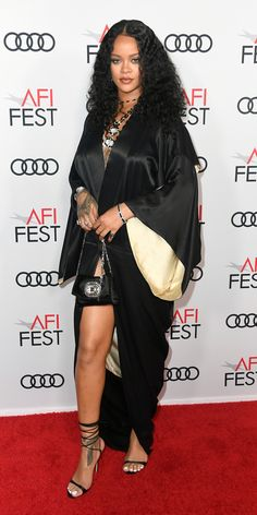 Rihanna made a surprised appearance on the red carpet for the AFI FEST 2019 premiere of 'Queen & Slim' held at TCL Chinese Theatre on Thursday Mode Rihanna, Rihanna News, Rihanna Style, Rihanna Fenty, Rihanna Photos, Rihanna Baby, Rihanna Outfits, Fashion Outfits, Fashion Hair