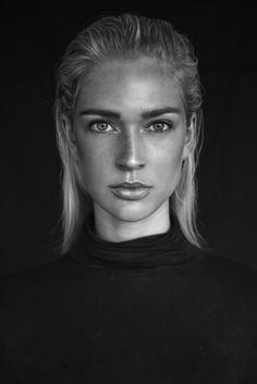 Agata Serge - PORTRAIT I
