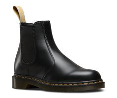 Different lifestyle, same attitude. The 2976 Vegan Chelsea Boot has a supple non-leather upper with a two-tone finish and elasticated side panel for ease of wear. It has all the usual DNA of a Dr. Martens classic with yellow Z-welt stitching, trademark heel loop and is made on the classic 59 Last, but this boot is 100% animal friendly. The upper and sole are stitched together and Goodyear welted, offering un-rivaled durability. Providing comfort and support, the air-cushioned sole is…