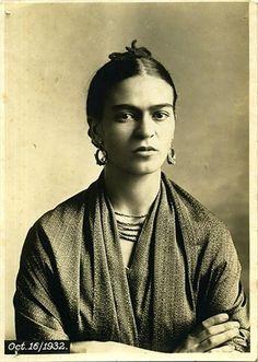 Frida Kahlo, ca. 1926. RusticaLife