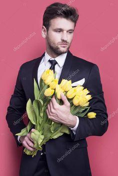 Man holding yellow tulips — Stock Image #114985712
