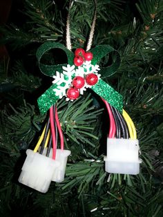 For the #geek on your Christmas list! Here is a Geek Christmas Ornament for their tree! Love the ingenuity of this, don't you?