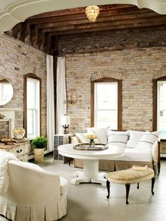 whitewashed brick, gorgeous living space.  I HAVE to talk the hubs into letting me paint the fireplace!!!  This just reminds me how pretty it is.