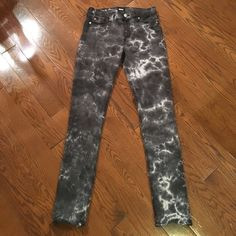 """HUDSON Shine Midrise Skinny Jeans, 29 Grey/black and white tie dye Hudson Shine Midrise skinny jeans. Super soft and comfy. Inseam measures 31"""". Worn and washed only twice but there is a little tiny rip on the waistline above the back right pocket that I never noticed before...it must have been there when I bought them. Otherwise, they are in excellent condition. Hudson Jeans Jeans Skinny"""