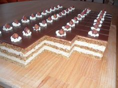 Výborný orechovo kávový zákusok Slovak Recipes, Czech Recipes, Cake Bars, Food Dishes, Nutella, Cheesecake, Good Food, Dessert Recipes, Food And Drink