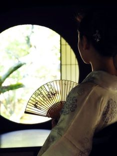 Illustration Photo, Illustrations, Japanese Kimono, Japanese Art, Japan Kultur, Chinese Fans, Memoirs Of A Geisha, Art Japonais, Visit Japan