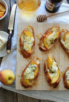 An easy Sunday snack: crostini with peaches, blue cheese and honey.