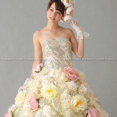 カラードレス 披露宴 演奏会ドレス ゴールドスパンコールのトップスにお花デコレーション プリンセスライン ウエディングドレス