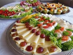 The eye eats with: 51 creative ideas for cold plates – house decoration more Kombination Kalte Platten - Everything About Appetizers Party Finger Foods, Snacks Für Party, Brunch Recipes, Breakfast Recipes, Party Buffet, Food Design, Catering, Food And Drink, Appetizers
