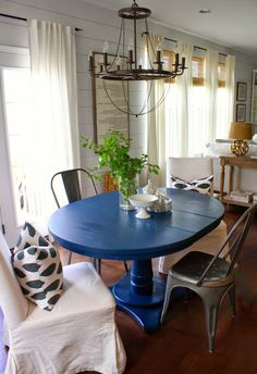 Love this dining nook!!! With the painted table!