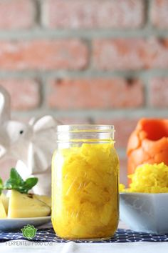 Pineapple Turmeric Sauerkraut and Gut Shots recipes. A crowd pleasing combination that is tangy, sweet and refreshing, anti-inflammatory and probiotic. Used ginger bug in place of fresh ginger. Left out vinegar and did not heat. Fermentation with no heat. Fermentation Recipes, Canning Recipes, Probiotic Foods, Fermented Foods, Fermented Fruit Recipe, Fermented Cabbage, Kefir, Kombucha, Ginger Bug