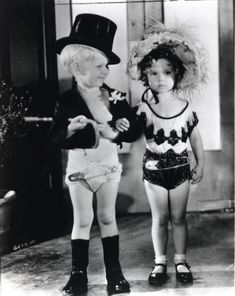 Shirley Temple and Georgie Smith in 1932 the diaper viper films so cute Child Actresses, Actors & Actresses, Child Actors, Vintage Hollywood, Classic Hollywood, Shirley Temple, Temple Movie, Rock And Roll, Before Us