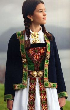 Hello all, Today I will cover the last province of Norway, Hordaland. This is one of the great centers of Norwegian folk costume, hav. Norwegian Clothing, Norwegian People, Costume Ethnique, Norwegian Style, Frozen Costume, Folk Clothing, Scandinavian Fashion, Folk Costume, Summer Outfits Women