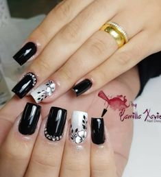 Pretty in black nail art Fabulous Nails, Gorgeous Nails, Pretty Nails, Square Nail Designs, Toe Nail Designs, Gel Nail Art, Acrylic Nails, Cute Spring Nails, Luxury Nails