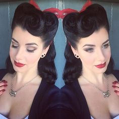 I hardly ever do Victory Rolls these days! A few years ago they were my daily style (hence my name) but I was feeling inspired by @thecherrydollface class last night... Plus I have a 40s themed shoot on Monday so trying to work out what to do with my hair!