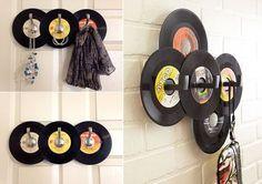 Record Decor, Record Wall Art, Records Diy, Old Vinyl Records, Vinyl Crafts, Vinyl Art, Vinyl Record Projects, Vinyl Platten, Deco Restaurant