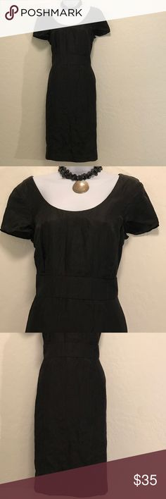 👗Banana Republic Black Dress👗 Excellent Condition, Cap Sleeve, Lined, Back Zipper & Slit, Accessories not included. Banana Republic Dresses