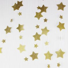 1歳のお誕生日のケーキトッパー販売 oneの文字トッパー | EYM Nursery Bunting, Bunting Banner, Star Garland, Long Shot, Party Pictures, Gold Stars, Dried Flowers, Constellations, Party Supplies
