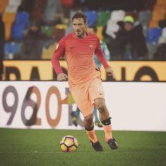 #Buongiorno... E buon #lunedì! ❤️ *** #MondayMotivation ❤️ *** Follow @officialasroma on Instagram *** #ASRoma #Totti #Roma #DajeRoma #ForzaRoma #UdineseRoma #SerieA #Capitano #KingofRome #RediRoma #legend #leggenda #giallorossi #seriea #football #calcio #italia #italy #Rome