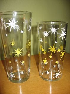Vintage Atomic Stars Starbursts SWANKY SWIGS Hazel Atlas - I had two of these, but broke them. They're the best for cold wine. Vintage Bar, Vintage Love, Vintage Decor, Retro Vintage, Vintage Items, Vintage Yellow, Vintage Stuff, Vintage Kitchenware, Vintage Dishes