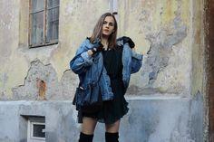 So in Carmel / Leather gloves + denim jacket //  #Fashion, #FashionBlog, #FashionBlogger, #Ootd, #OutfitOfTheDay, #Style