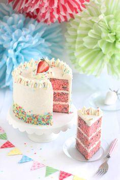 Strawberry Confetti Cake / sprinklebakes