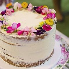 Semi-naked cake by Cake Ink with an edible flower crown…gorgeous! Semi-naked cake by Cake Ink with an edible flower crown…gorgeous! Pretty Cakes, Beautiful Cakes, Amazing Cakes, Edible Flowers Cake, Flower Cakes, Edible Cake Decorations, Fresh Flower Cake, Flower Food, Diy Flower