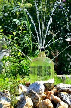 Jug water fountain Diy Projects To Try, Crafts To Make, Repurposing, Fountain, Clever, Recycling, Hearts, Patio, How To Make