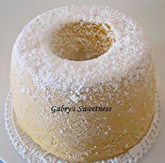Ingredienti x uno stampo a ciambella da 22 cm:   200 gr di farina 00, 200 gr di fecola di patate ( o frumina), 180 gr di zucchero finissi...
