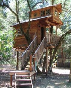 The Top 10 Coolest Family Vacation Spots - Stay in a treehouse---I'll just build this at my house! Stay In A Treehouse, Building A Treehouse, Treehouse Hotel, Backyard Treehouse, Family Vacation Spots, Family Vacations, Family Trips, Family Travel, Cool Tree Houses