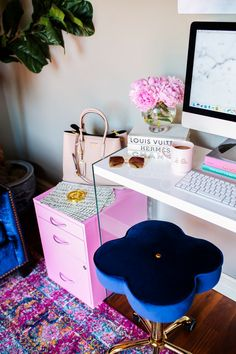 5 Easy Ways To Re-Vamp A Fashionista's Desk