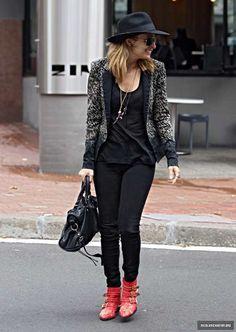 Nicole Richie wearing Balenciaga City Bag in Black, Ray-Ban 3025 Aviator Large…
