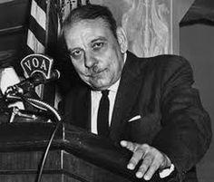 Luis Muñoz Marín fue el primer gobernador electo por el pueblo de Puerto Rico en 1948. En julio 25 de 1952, la Constitución del Estado Libre Asociado de Puerto Rico fue aprobada por el Congreso de los Estados Unidos.