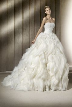 Dramatic ballgown wedding dress with layered skirt. I m obsessed with the  skirt of 5c9a9fedb41e