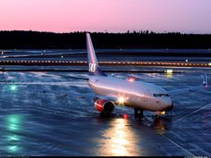Scandinavian Airlines - SAS LN-TUK Boeing 737-705 aircraft picture