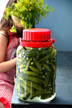 Pickling Cucumbers, Famous Recipe, Drink Bottles, Pickles, Mason Jars, Food And Drink, Snacks, Drinks, Strong Women