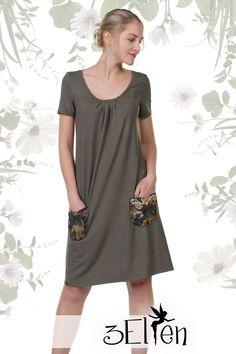Knielanges Kleid mit Taschen  Dieses Kleid wird dir den Kopf verdrehen! Mit dem Lotti Kleid aus der 3Elfen Classics Kollektion erwirbst du ein wahres modisches Schmankerl und die Lizenz zum Wohlfühlen gleich mit dazu! Denn an Bequemlichkeit ist dieser Traum aus Jersey kaum zu übertreffen.  Die gefällige A-Form umspielt ganz zauberhaft deine Figur und lässt dich einfach toll aussehen.  Das Kleid wird bei Bestellung in unserem Atelier in Berlin gefertigt. Berlin, Shirts, Shirt Dress, Dresses, Fashion, Atelier, Purchase Order, Long Dresses, Blouses