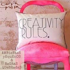 Em vez de poltronas pesadas, opte por cadeiras cheias de estilo em salas pequenas. Aqui tem mais dicas!