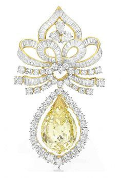 A COLORED DIAMOND BR | Brooches, pins and mote in 2019