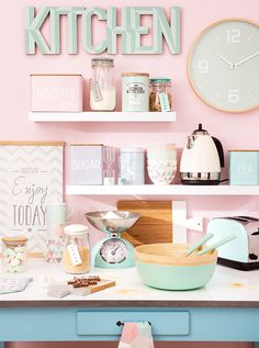 Loving this pastel kitchen. Pastel Decor, Deco Pastel, Cocina Shabby Chic, Shabby Chic Kitchen, Vintage Kitchen, Cute Kitchen, Kitchen Decor, Casa Color Pastel, Pastel Kitchen