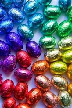 Bright color image by brightlightimages on Photobucket - oeufs de paques -easter eggs Taste The Rainbow, Over The Rainbow, World Of Color, Color Of Life, All The Colors, Bright Colors, Diy Cadeau Noel, Rainbow Connection, Easter Chocolate