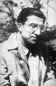 """""""Far poesie è come far l'amore: non si saprà mai se la propria gioia è condivisa"""" (Cesare Pavese)"""