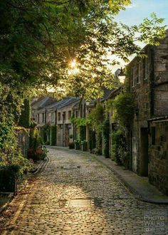 The mews in lovely Circus Lane in New Town - Edinburgh, Scotland