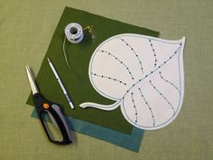 Cynthia Treen Studio: Making a wired leaf , love that this leaf can turn into a bed for little critters