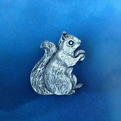 Pewter squirel brooch Vintage Gifts, Vintage Items, Snake Earrings, Sterling Silver Filigree, Squirrel, Pewter, Lion Sculpture, Wraps, Handmade Items