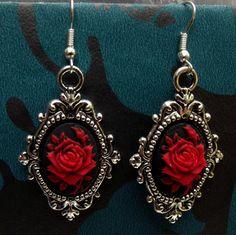 Gothique Steampunk victorien Style camée rouge de Rose les boucles d'oreilles métalliques argentés.