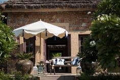 Umbrellas For Sale, Pool Umbrellas, Ladies Umbrella, Sun Umbrella, Garden Bed Layout, Japanese Woodcut, Garden Parasols, Flower Landscape, Pink Garden