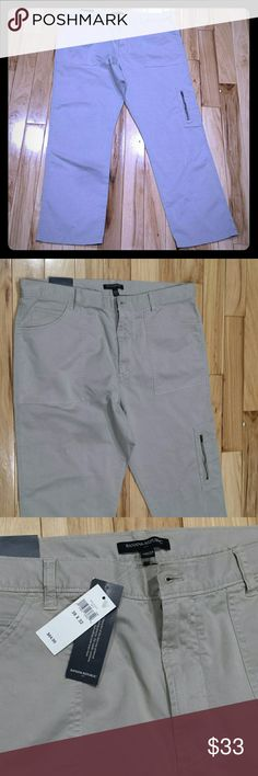 Banana republic mens khaki sz 38 beige nwt $64.99 Brand new men's Banana Republic khaki pants size 38 x 32 brand new with tags $64.99 very comfortable great for work or casual on smoking on fast delivery at an excellent price Banana Republic Pants Chinos & Khakis