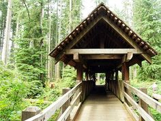 Covered footbridge at Silver Falls State Park in Oregon (by Alicia Paulson at Posie Gets Cozy)